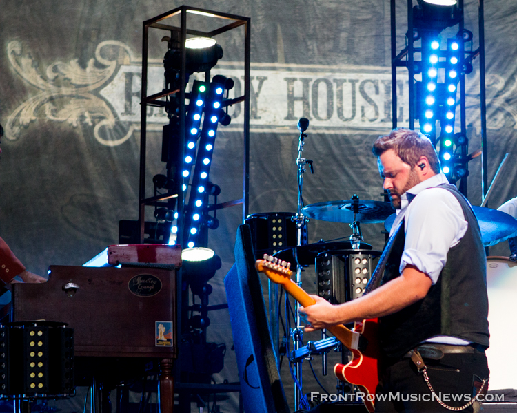 Randy Houser Shows Chicago How Country Feels 103