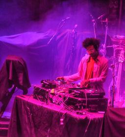 Toro y Moi DJ
